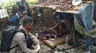 Polisi Evakuasi Tunawisma di Jakbar yang Melahirkan di Semak-semak