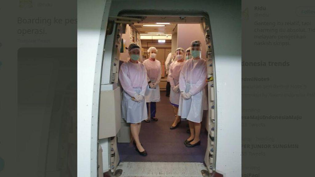 Viral Foto Pramugari Pakai APD, Netizen: Ini Pesawat atau Ruang Operasi?