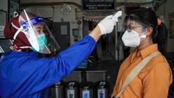 Sejak memasuki pandemi COVID-19, petugas medis terus berjuang tiada henti untuk memerangi Corona.