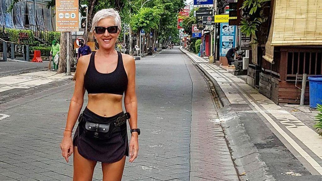 Tinggal di Bali, Model Inggris 62 Tahun Ini Masih Seksi & Banyak yang Naksir