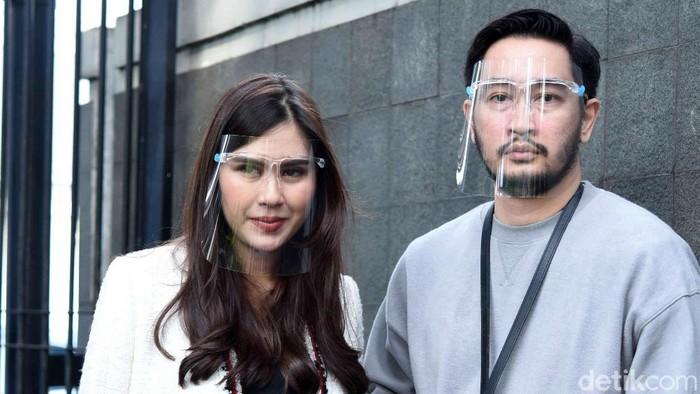Syahnaz dan Jeje saat ditemui di studio Trans TV.