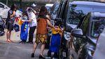 Wisuda Drive Thru ala Siswa di Tangerang