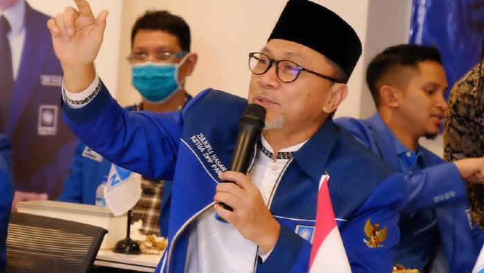 Ketua Umum PAN Zulkifli Hasan meminta agar para anggota legislatif PAN secara aktif berjuang menyampaikan aspirasi dan persoalan yang terjadi di masyarakat.
