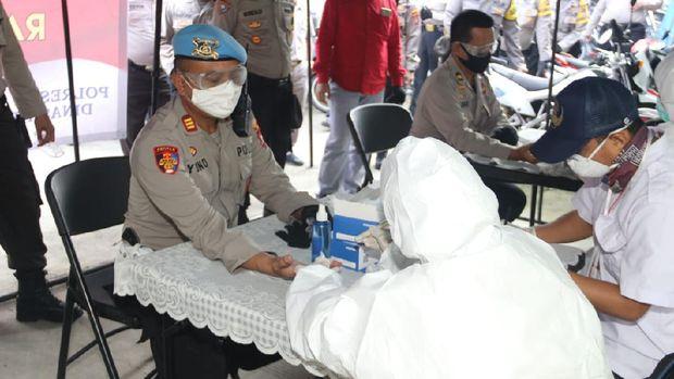 260 personel Polresta Tangerang melakukan rapid test Corona. Hasilnya, semua dinyatakan negatif Corona (dok. istimewa)