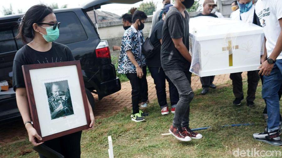 Pemakaman Benny Likumahuwa di TPU Jombang.