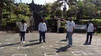 Semua diatur sedemikian rupa supaya tidak terjadi kerumunan. Nantinya semuanya untuk disiplin agar operasional kunjungan wisatawan berdampak baik saat Candi Borobudur sudah dibuka kembali nanti.