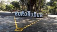 Kemudian di seluruh area Candi Borobudur termasuk membeli tiket naik tayo maupun tempat duduk ada tandanya.