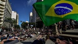 WHO mengingatkan otoritas di tiap negara untuk bisa mengingatkan demonstran terkait protokol kesehatan, mulai dari karantina hingga melakukan tes COVID-19.