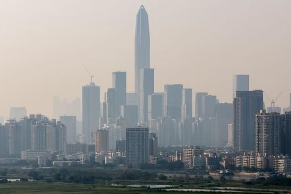 Pemandangan kota-kota dengan bangunan tinggi juga jadi daya tarik wisatawan. IniPing An Finance Center setinggi 599 meter dari kaki hingga titik tertinggi.