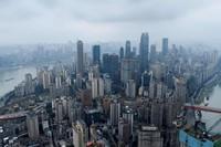 Lanskap gedung pencakar langit diChongqing, China barat daya.China memasuki babak baru dalam pembangunan gedung pencakar langit. Kini, tak ada lagi developer yang bakal membangun gedung setinggi lebih dari 500 meter dan serupa dengan yang lain.