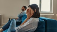 Ketahuan Selingkuh, Istri Paksa Suami Berkeliling Pakai Kostum Memalukan