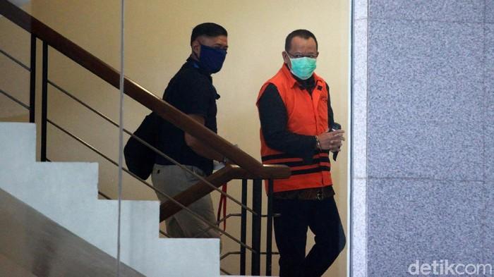 Eks Sekretaris Mahkamah Agung (MA) Nurhadi diperiksa di KPK. Dia diperiksa bersama dengan menantunya, Rezky Herbiyono yang juga ditahan.