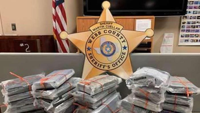 Paket kokain yang ditemukan dalam mobil bekas