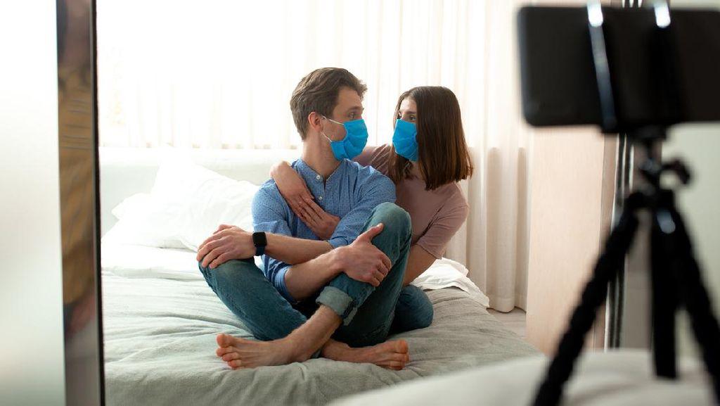 5 Alasan Harus Sering-sering Peluk Pasangan