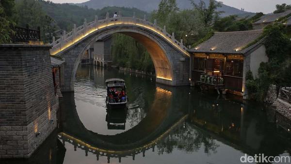 Pariwisata di desa kuno Gubei Water Town, Beijing mulai dibuka.