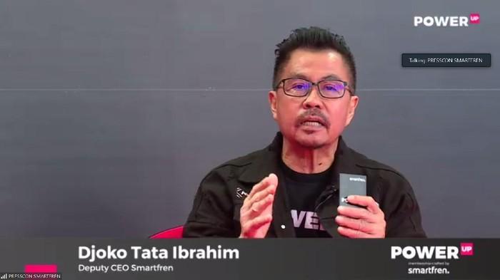 Deputy CEO Smartfren Djoko Tata Ibrahim saat menjelaskan produk layanan seluler prabayar berbasis digital, Power Up.