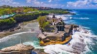 Tanah Lot beralamat di Beraban, Kecamatan Kediri, Kabupaten Tabanan, Bali. Keindahan tanah lot menjadi magnet bagi para wisatawan. Istimewa/dok.balicheapesttours.com