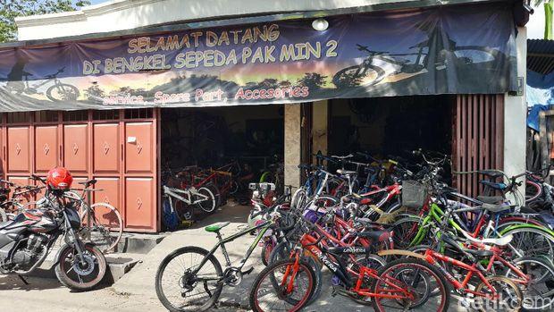 antrean toko sepeda di masa pandemi corona