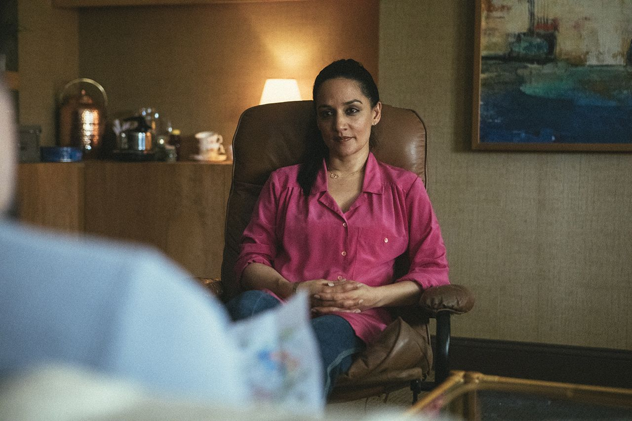 Archie Panjabi di 'I Know This Much Is True' HBO