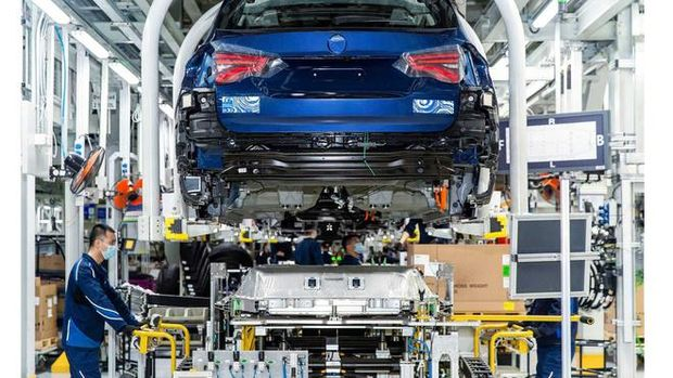 BMW iX3 masuk ke jalur produksi