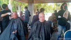 Spirit New Normal Jateng: Cukur Gundul Rayakan Nihil Corona di Kebumen