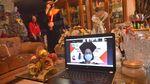 Gegara Corona, Tali Toga Wisudawan Ini Dipindahkan Orang Tua