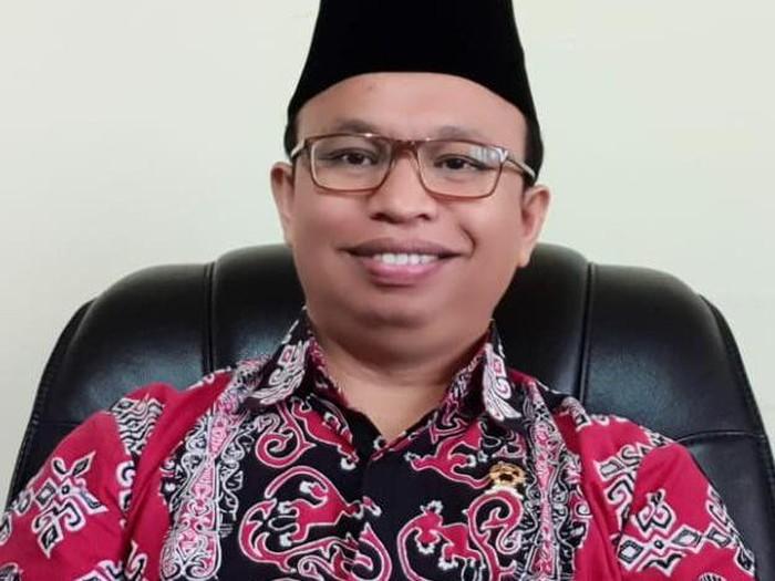 Ketua PN Subang, Derman Nababan, merintis karirnya secara perlahan. Dia sempat bekerja sebagai cleaning service (dok. Istimewa)