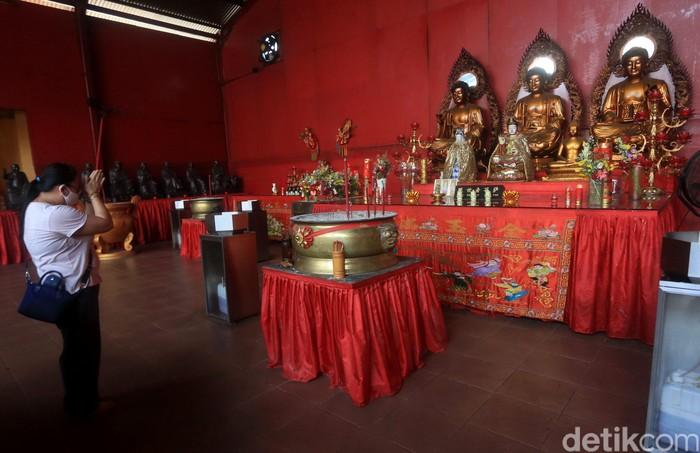 Area Wihara Dharma Bhakti di kawasan Glodok, Jakarta, kembali ramai oleh warga. Usai kembali dibuka untuk umum, tak sedikit warga datang ke sana untuk beribadah