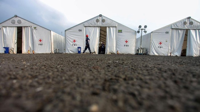 Petugas gabungan TNI dan relawan PMI terus berjibaku basmi Corona di Ibu Kota. Seperti apa aktivitas mereka di Posko Nasional PMI Pengendalian Pandemi COVID-19?