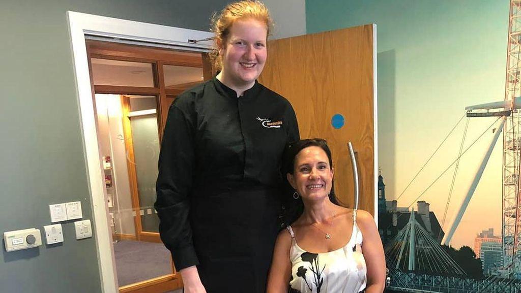 Wanita Di-bully karena Tinggi Badan 2 Meter Kini Sukses Jadi Model