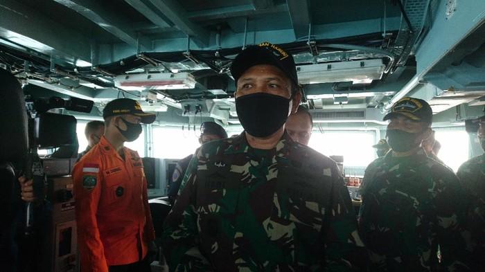 Panglima Koarmada I, Laksamana Muda TNI Ahmad Heri Purwono saat meninjau Selat Sunda (Foto: M Iqbal/detikcom)