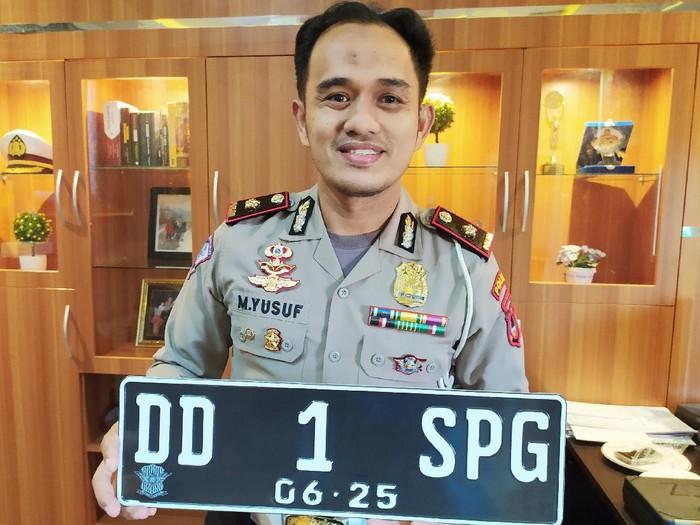 Polda Sulsel resmi menerapkan tiga huruf di belakang angka pada pelat nomor (Dok. Istimewa)