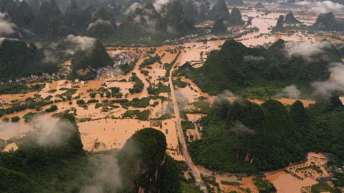 This photo taken on June 7, 2020 shows submerged streets and inundated buildings after heavy rain caused flooding in Yangshuo, in Chinas southern Guangxi region. (Photo by STR / AFP) / China OUT
