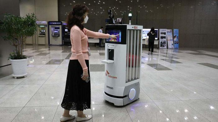 SEOUL, SOUTH KOREA - MAY 26: Object detection and tracking technology for people not wearing masks, developed by SK Telecom, is displayed on a screen at the company headquarters on May 26, 2020 in Seoul, South Korea. SK Telecom has developed a new autonomous robot to handle disinfection and monitoring duties as part of efforts to prevent the spread of coronavirus (COVID-19), the company said. It will also monitor the temperatures of people around it and check whether they are wearing face masks. Those who are not wearing masks will be asked to do so by the robot if there are too many people around. They said it hopes the robots will lessen the workloads of people who are performing monitoring duties amid the COVID-19 pandemic. (Photo by Chung Sung-Jun/Getty Images)