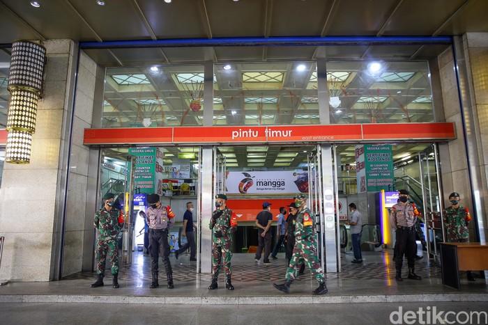 Pasar Blok A Pasar Tanah Abang, Jakarta Pusat, siap dibuka pada 15 Juni mendatang. TNI dan Polri terlihat berjaga di Pasar Blok A Pasar Tanah Abang.