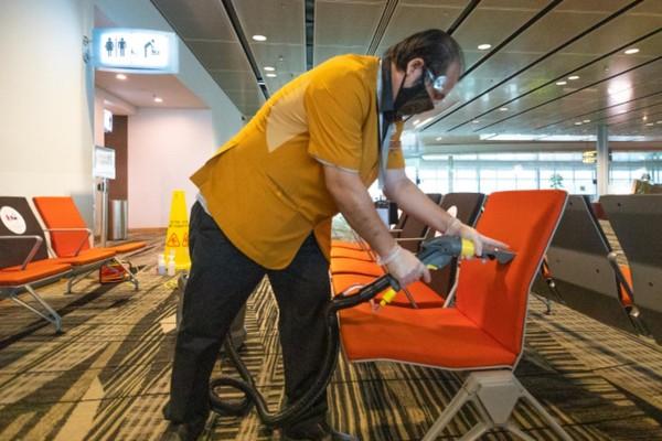 Bangku-bangku THA akan dibersikah dan disinfektan dengan teratur. (Changi Airport Group)