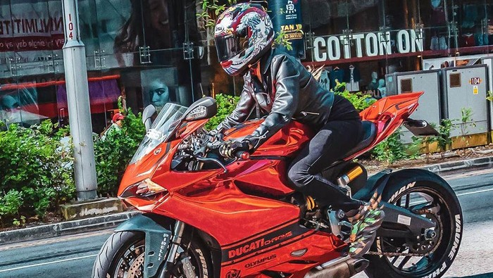Vaunephan, bikers cantik yang berani lawan bengkel nakal