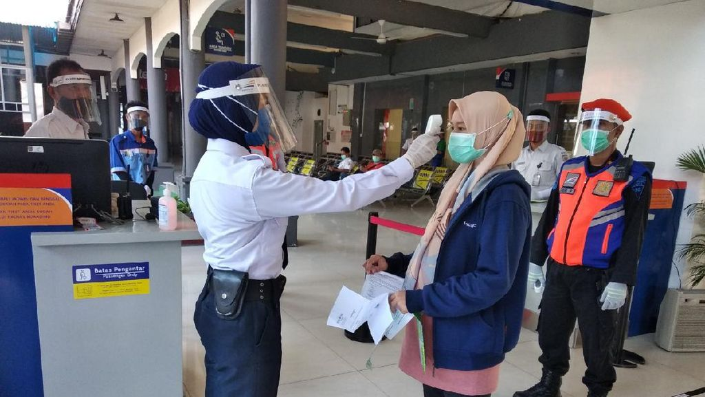 Bos KAI Mau Surati Anies Minta SIKM Rute Jakarta-Bandung Dicabut