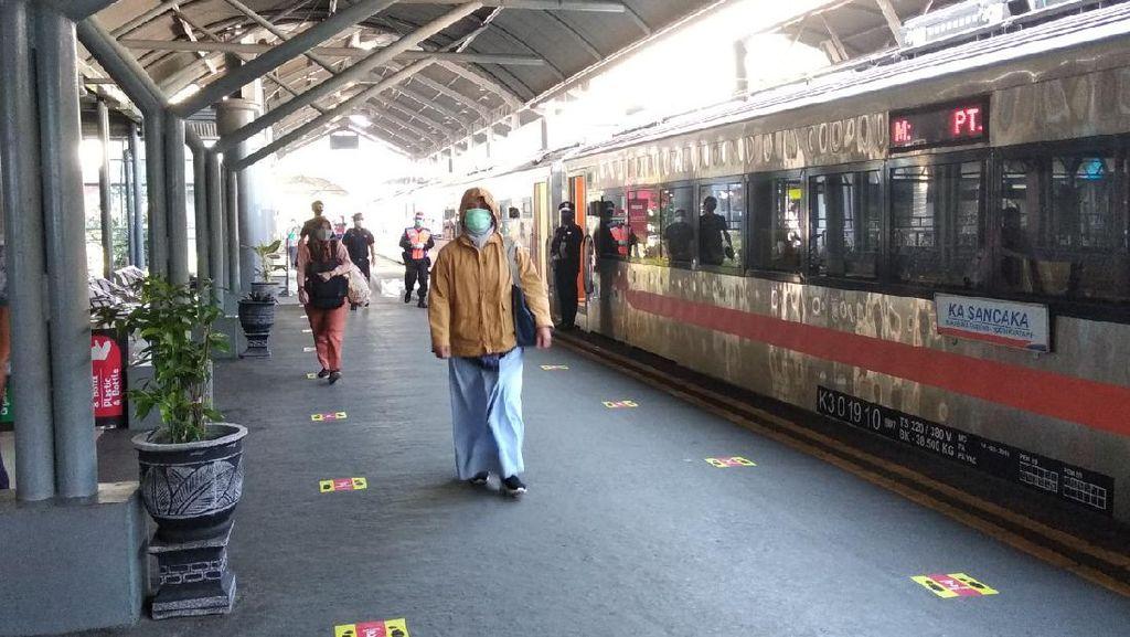 Ada Demo, 8 KA Keberangkatan Stasiun Gambir Bisa Naik di Jatinegara Hari Ini
