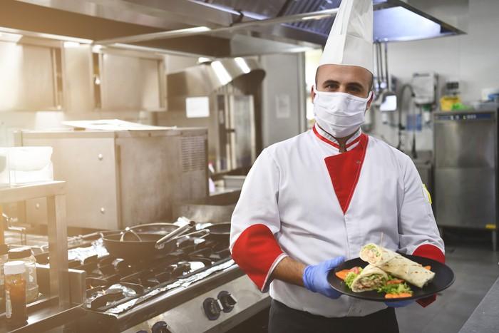 Alat pelindung diri yang wajib dipakai pelayan restoran