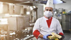 3 Alat Pelindung Diri Ini Wajib Dipakai Karyawan di Tempat Makan