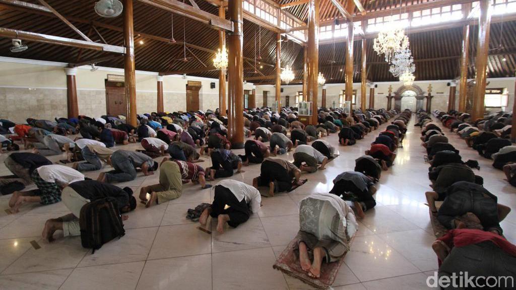 Survei 34 Negara: Orang Indonesia Paling Religius