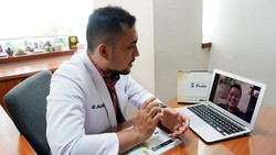 Prodia terus melakukan terobosan guna memudahkan para pelanggannya di tengah pandemi Corona. Telekonsultasi ini adalah salah satunya yang menjadi solusi.