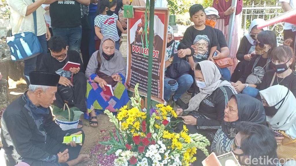 40 Hari Meninggalnya Didi Kempot, Yan Vellia Ziarah Bawa Rasa Rindu