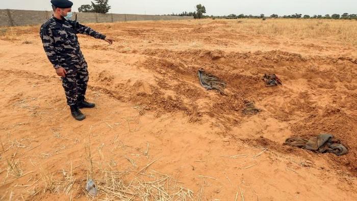Kuburan massal yang berhasil ditemukan oleh GNA (AFP Photo)