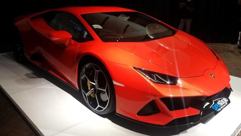 Prestige Motorcars resmi memperkenalkan Lamborghini Huracan EVO AWD. Lekukannya gahar banget gais. Penasaran?