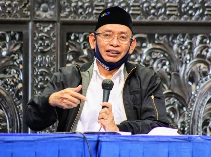 Tim peneliti Universitas Airlangga Surabaya menemukan lima kombinasi obat penawar COVID-19. Kelima obat ini langsung bisa digunakan karena telah tersedia di pasaran.