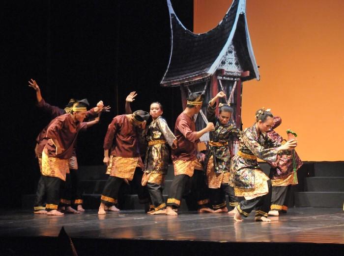 Pertunjukan Indonesia Kita Mak Jogi