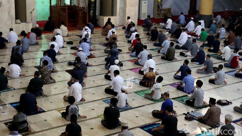 Bandung Zona Merah, Masjid Raya Tetap Gelar Salat Jumat dengan Prokes