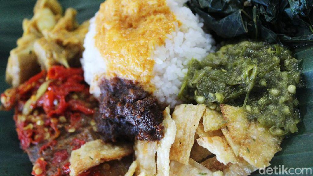 Cara Sehat dan Bersih Makan di Rumah Makan Padang